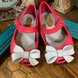Mini Melissa size 6 pink with baby blue bow